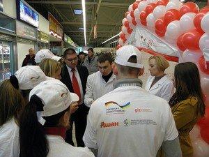 В Кривом Роге: новый прокурор пообещал быть «с народом», на благотворительном концерте собрали более 50 тысяч для бойцов, фото-3