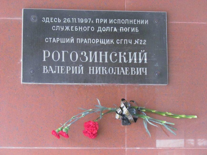 В Мариуполе почтили память героя-спасателя, погибшего в ПГТУ 17 лет назад (ФОТОРЕПОРТАЖ), фото-1