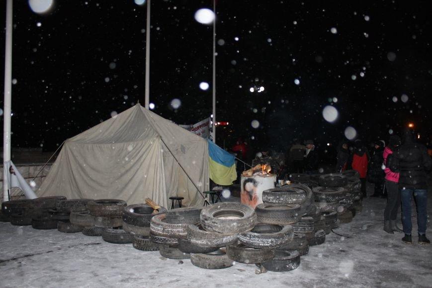 В Кривом Роге под горисполкомом установлена палатка и подготовлены шины (ФОТО), фото-3