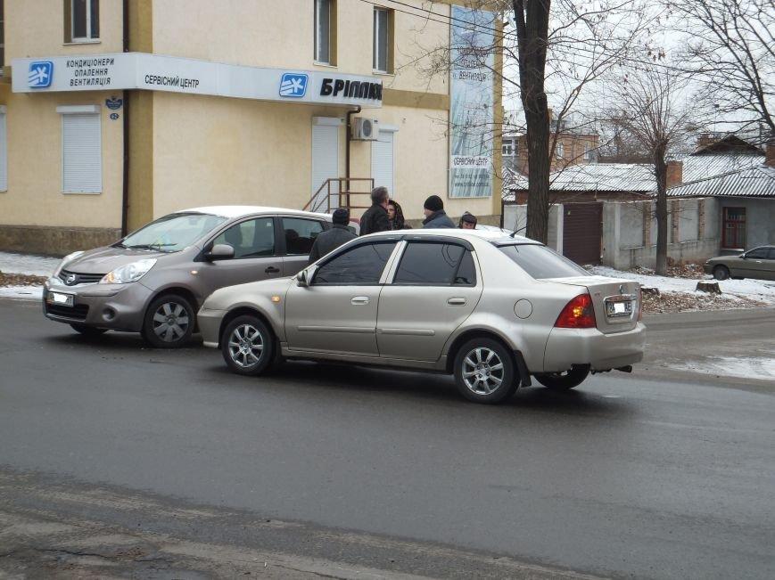 На опасном перекрестке в Кировограде произошло очередное ДТП (фото) (фото) - фото 1