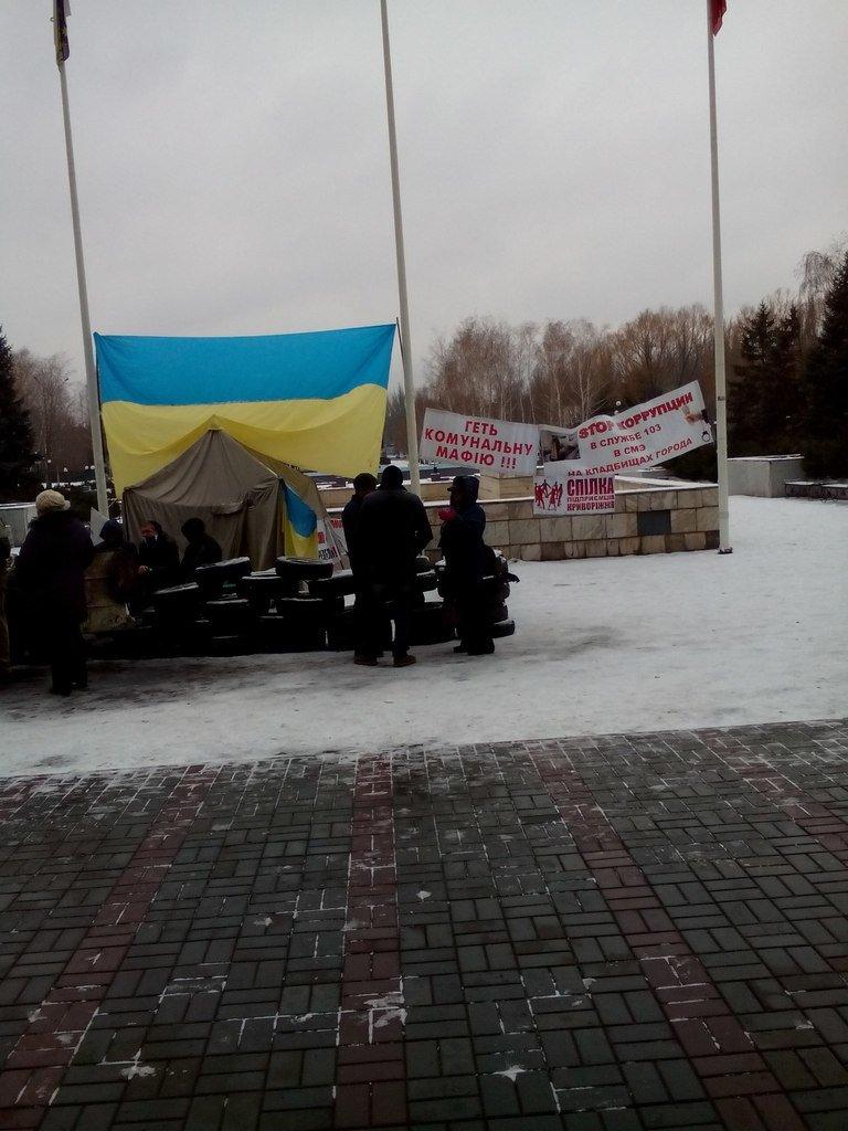 Криворожане установили вторую палатку на Майдане и выдвинули требование смены городской власти (ФОТО) (фото) - фото 2