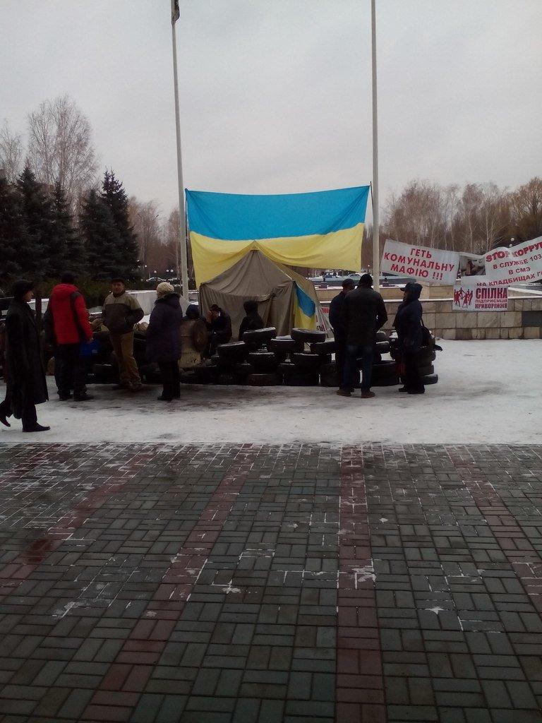 Криворожане установили вторую палатку на Майдане и выдвинули требование смены городской власти (ФОТО) (фото) - фото 1