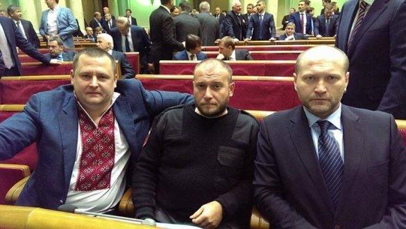 Перший день нової Ради: другий строк Яценюка, емоційний Порошенко та «хрещення» комбаті (фото) - фото 3