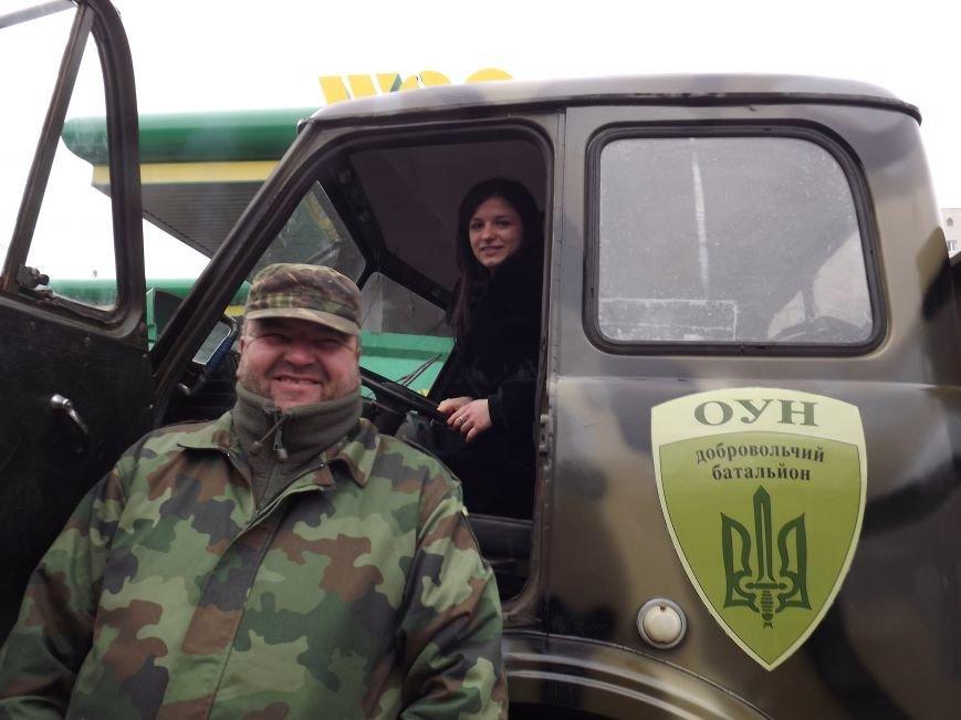 Тернополяни передали батальйону «ОУН» вантажівку з номерами «ПТН ПНХ» (фоторепортаж) (фото) - фото 3