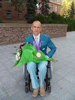 Благодаря паралимпийцу Геннадию Бойко, в Николаеве благоустроили улицу (фото) - фото 1