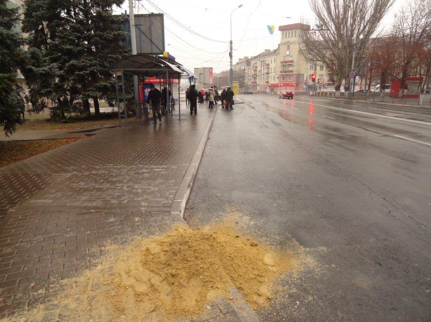 Погода превратила Мариуполь в «ледовое побоище» (ФОТОРЕПОРТАЖ) (фото) - фото 1