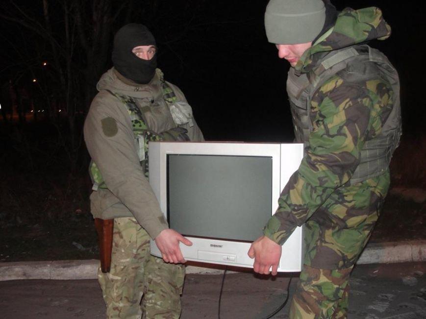 Волонтеры из Лондона прислали бойцам «глаза», а мариупольцы передали телевизоры, фото-5