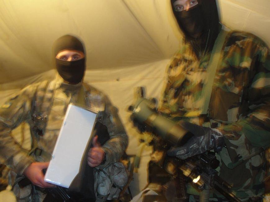 Волонтеры из Лондона прислали бойцам «глаза», а мариупольцы передали телевизоры, фото-4