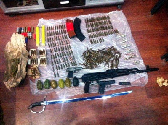 В Добропольском районе задержали девушку-курьера «ДНР», которая поставляла оружие для местной террористической группировки (фото) - фото 1