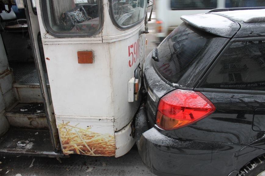 ДТП в Кривом Роге: троллейбус сгреб три иномарки (ФОТО), фото-7