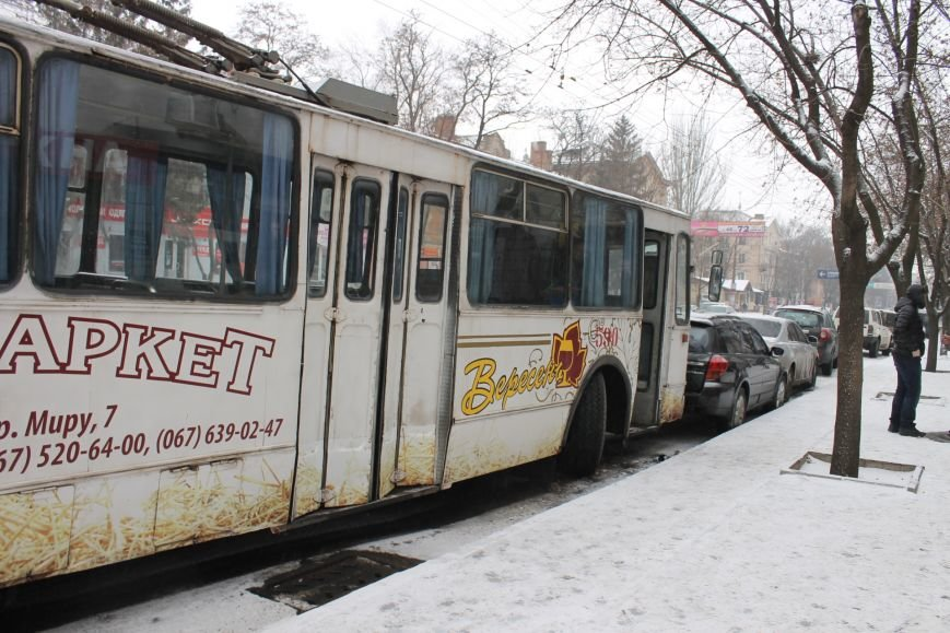 ДТП в Кривом Роге: троллейбус сгреб три иномарки (ФОТО), фото-5
