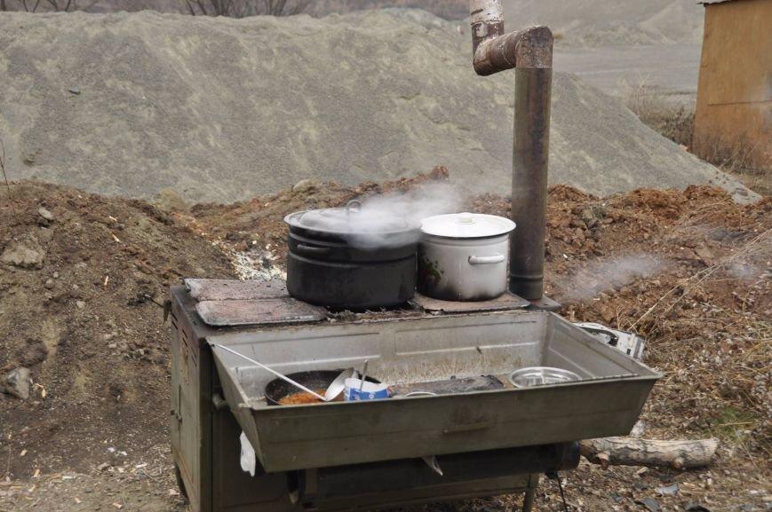 В Мариуполе военных на передовой накормили необычным блюдом (ФОТО), фото-4