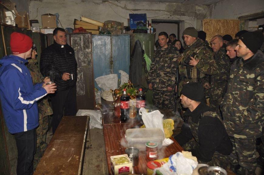 В Мариуполе военных на передовой накормили необычным блюдом (ФОТО), фото-1