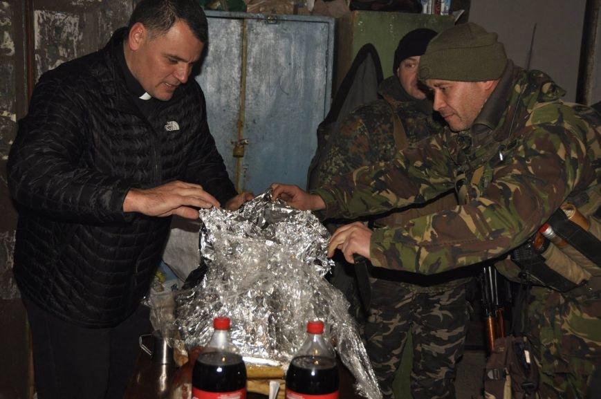 В Мариуполе военных на передовой накормили необычным блюдом (ФОТО), фото-2