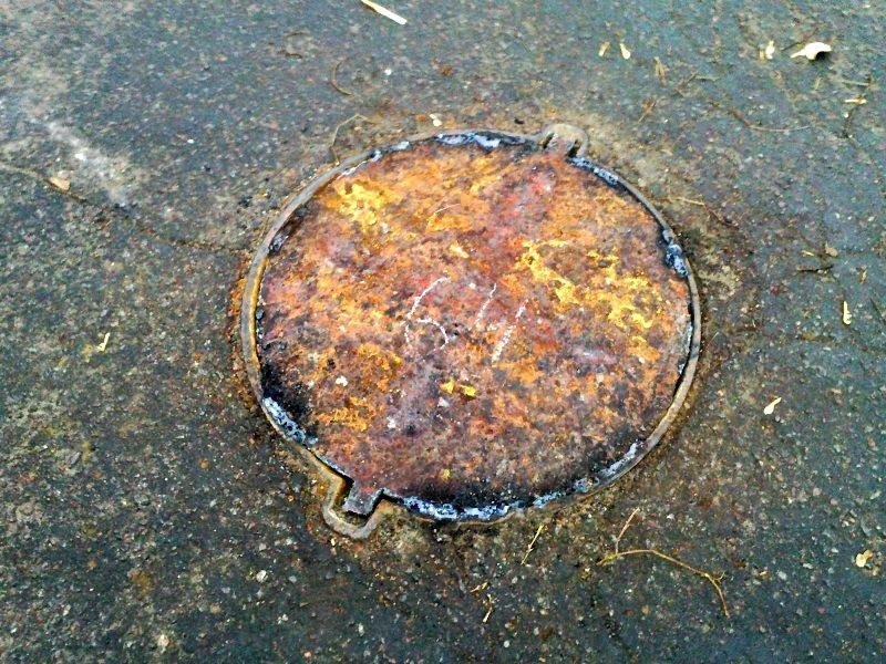 В авиагородке появились самодельные канализационные люки (ФОТО) (фото) - фото 2