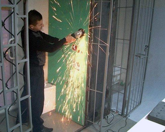 В Харькове автомат по выдаче бахил выдавал химические наркотики (фото) (фото) - фото 2