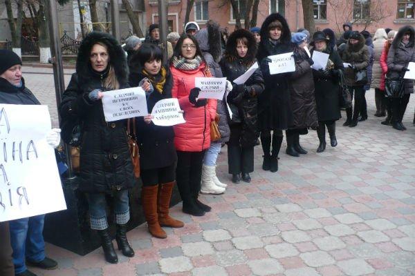 У Тернополі аптекарі, які пікетували міліцію заблокували вхід у приміщення (фото) (фото) - фото 1