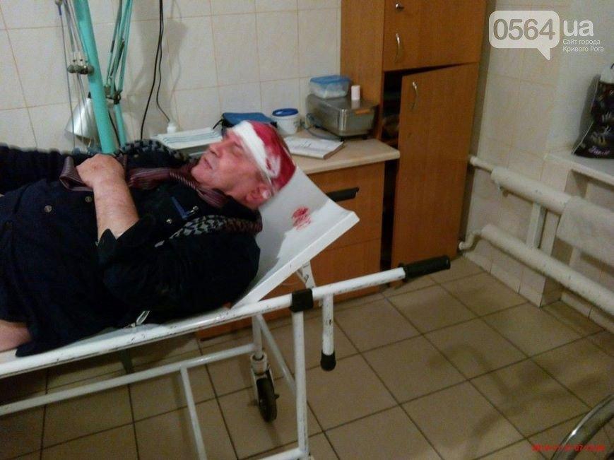 В Кривом Роге: пытались убить активиста, троллейбус врезался в иномарки, а Майдан расширяется (фото) - фото 2