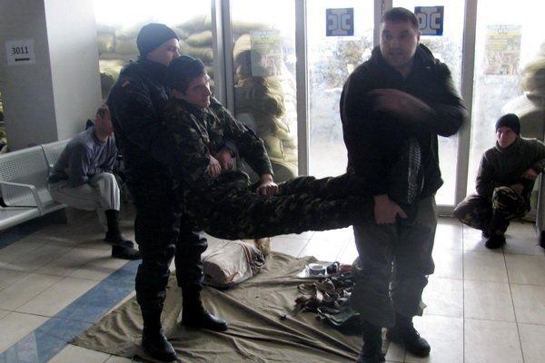 Мариупольским военным показали, как спасать раненых на поле боевых действий (ФОТО), фото-4