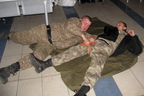 Мариупольским военным показали, как спасать раненых на поле боевых действий (ФОТО), фото-2