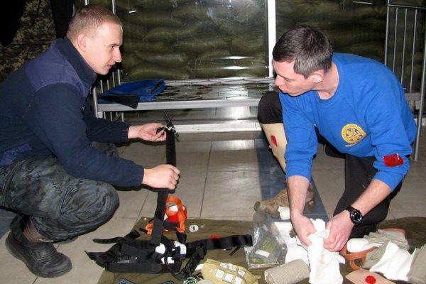 Мариупольским военным показали, как спасать раненых на поле боевых действий (ФОТО), фото-7