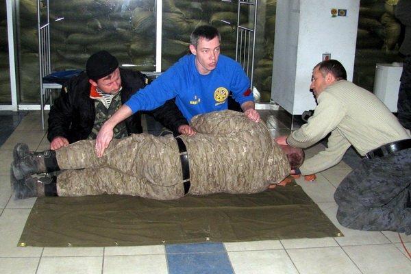 Мариупольским военным показали, как спасать раненых на поле боевых действий (ФОТО), фото-6