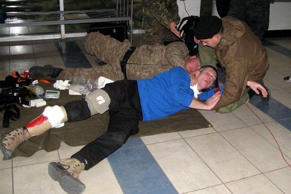 Мариупольским военным показали, как спасать раненых на поле боевых действий (ФОТО), фото-3