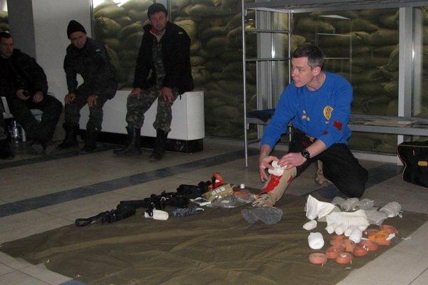 Мариупольским военным показали, как спасать раненых на поле боевых действий (ФОТО), фото-5