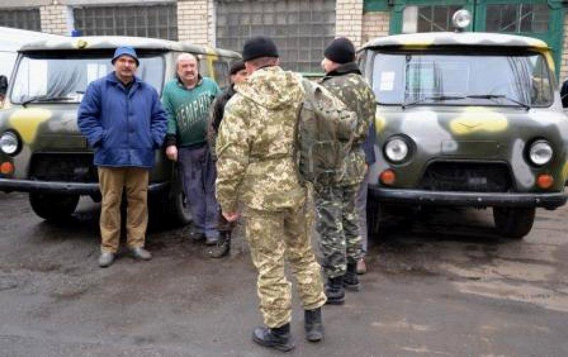 Николаевские врачи передали военным два автомобиля скорой медицинской помощи (ФОТО) (фото) - фото 1