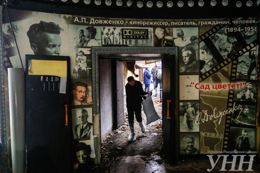 В Киеве около 200 активистов пришли убирать «Жовтень» (ФОТО, ВИДЕО) (фото) - фото 1