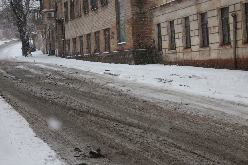 Снегоуборочная техника на дорогах Кривого Рога не замечена (ФОТОФАКТ), фото-1
