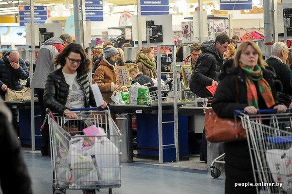 Фоторепортаж: как гродненцы и минчане «брали» литовский «Акрополис» в день скидок, фото-2