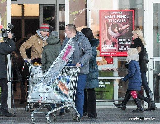 Фоторепортаж: как гродненцы и минчане «брали» литовский «Акрополис» в день скидок, фото-14