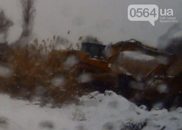 В Кривом Роге жители города продолжают акцию протеста, «черные металлисты» раскапывают трубы, а городские дороги  замело снегом (фото) - фото 4