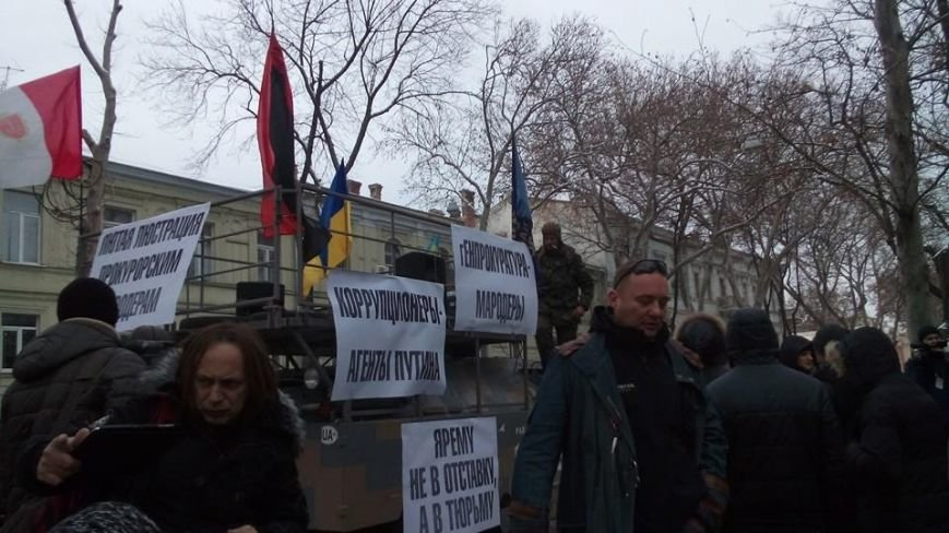 В Одессе на БРДМ пикетируют прокуратуру (ФОТО) (фото) - фото 1