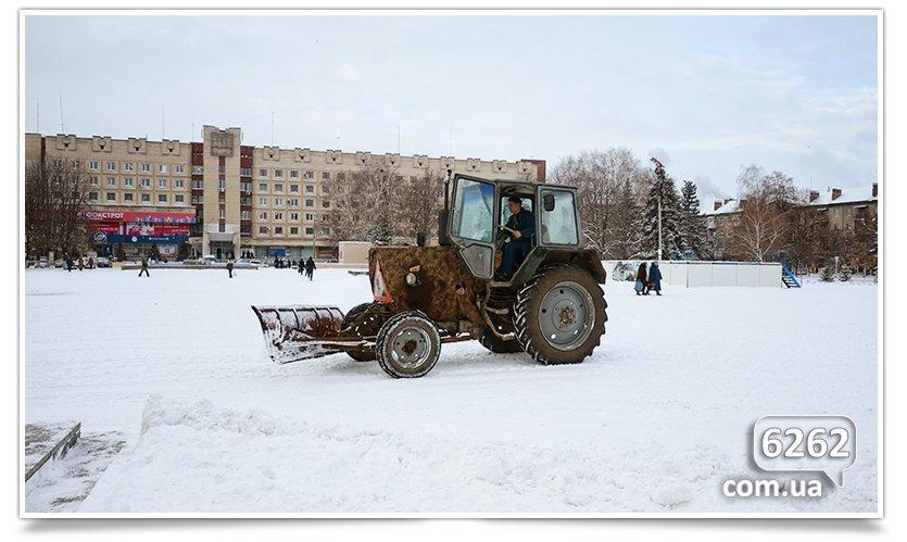 Чистка снега в Славянске – сначала Ленин, а люди подождут.(фотофакт) (фото) - фото 3
