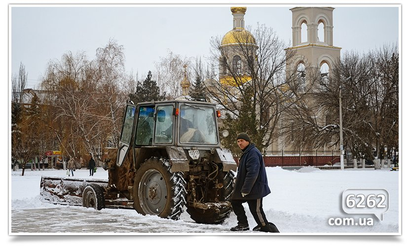Чистка снега в Славянске – сначала Ленин, а люди подождут.(фотофакт) (фото) - фото 2