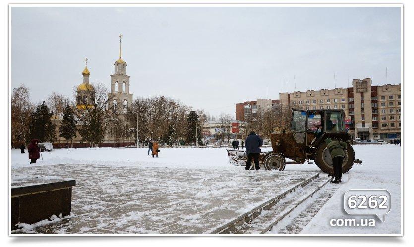 Чистка снега в Славянске – сначала Ленин, а люди подождут.(фотофакт) (фото) - фото 1