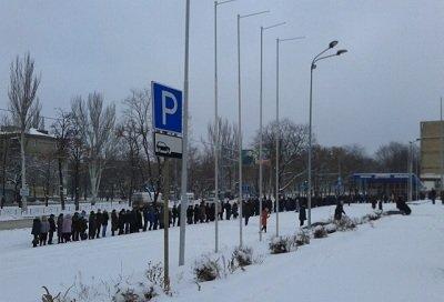 В Донецке начал работу пункт выдачи гуманитарной помощи для макеевчан (фото) - фото 2