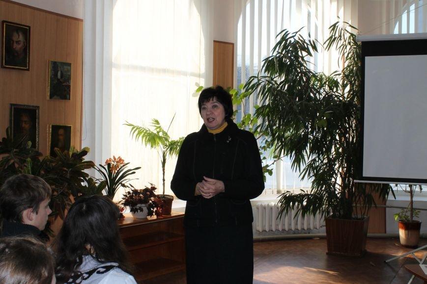 В Центральной библиотеке города Днепродзержинск прошла встреча с самым молодым членом Национального союза писателей Украины, фото-1