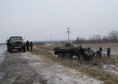 На Кировоградщине перевернулся военный бензовоз: один солдат погиб, второй - ранен (подробности), фото-1