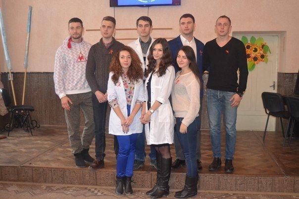Чернівецьким школярам волонтери  розповіли про СНІД (фото) - фото 2
