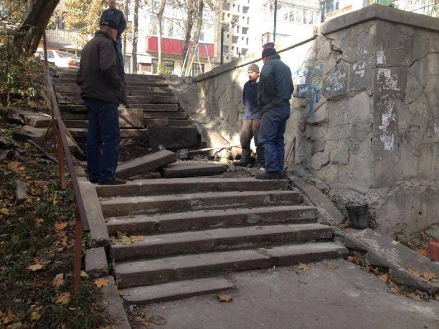 Комунальники відновили сходи, які були зруйновані під час прокладання теплотраси (фото) (фото) - фото 1
