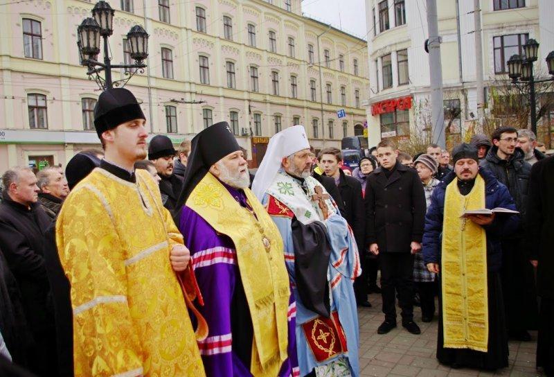 Чернівчани помолилися за встановлення миру в Україні (фото) - фото 1