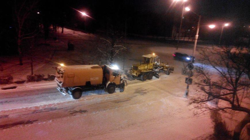 Краматорские коммунальники выходят на дороги по ночам (фото) - фото 1