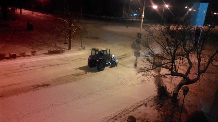 Краматорские коммунальники выходят на дороги по ночам (фото) - фото 2