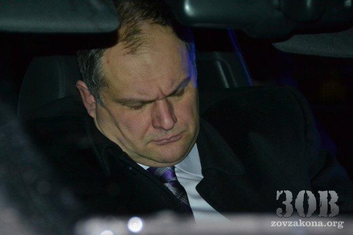 В Днепропетровске задержали пьяного прокурора за рулем авто находящегося в розыске и с 20 000$ в кармане (фото) - фото 1