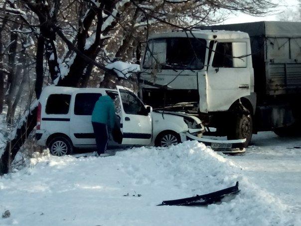 Трагическое ДТП под Запорожьем: на трассе семья в легковушке разбилась об многотонную фуру (фото) - фото 2