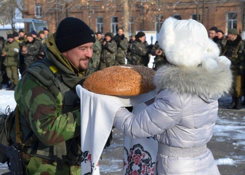 Николаевцы тепло встретили 19 тербатальон, вернувшийся из зоны АТО (ФОТО) (фото) - фото 1