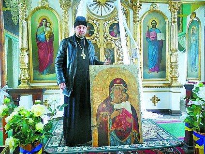 У храмі під Луцьком замироточили вісім ікон (Фото) (фото) - фото 1